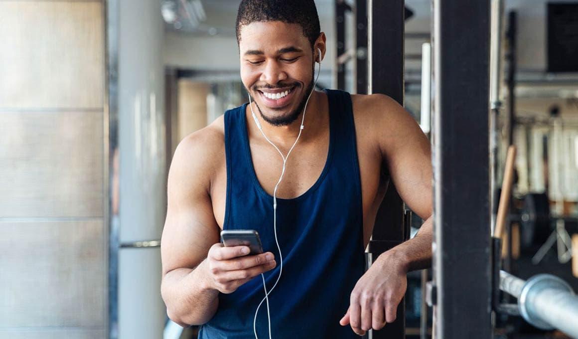 man using Aaptiv App in gym workou